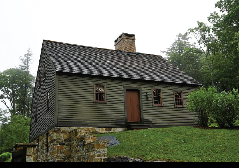 Cozy-Antique-House-in-New-England