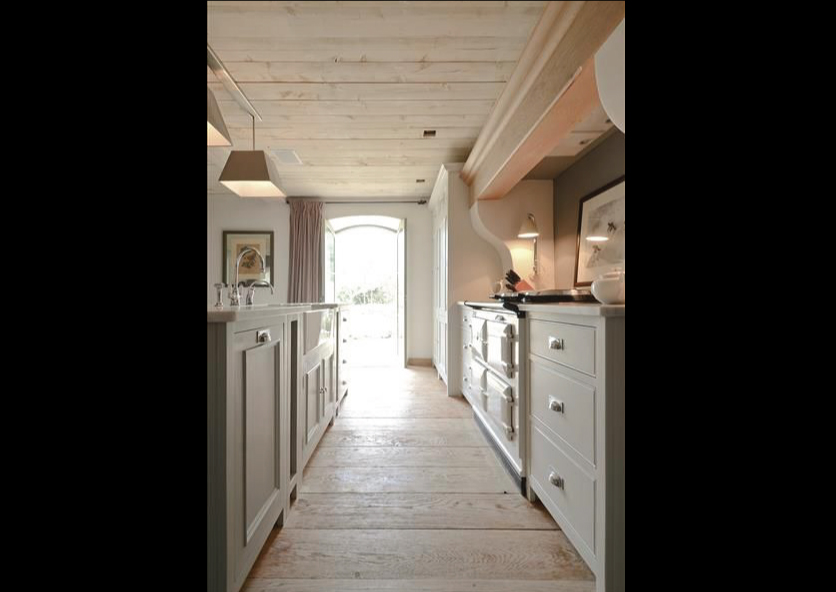 Neutral-Kitchen-with-Wood-on-the-Ceiling-and-Floor