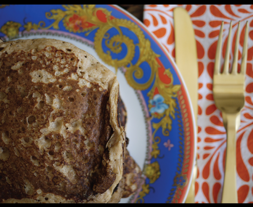 Pancakes-on-Versace-Dinnerware-with-Matte-Gold-Flatware-and-Hen-House-Linen-Napkins